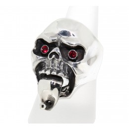 Schwerer Ring aus 925 Sterling Silber, oxidiert. Motiv Totenkopf mit gepiercter Zunge